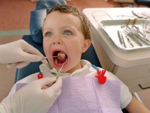 стоматолог смотрит как выглядит стоматит